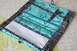 Sewing with fabric scraps, how to make a jewellery roll